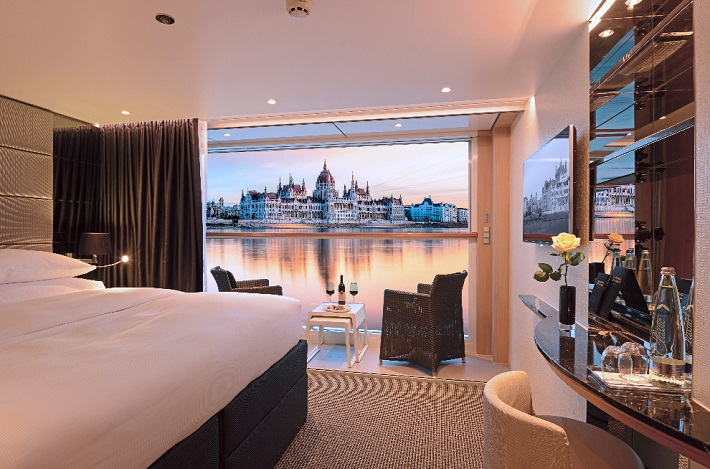 Deluxe belcony suite on Scenic Amber with a view of Budapest