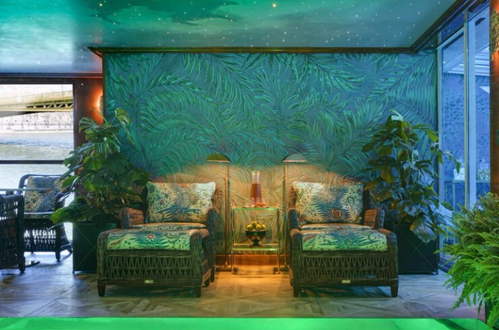 Blue interior of Club L'Esprit wellness centre