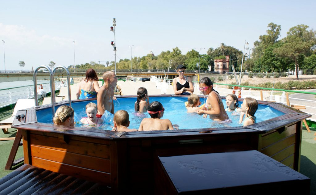 CroisiEurope pool with children