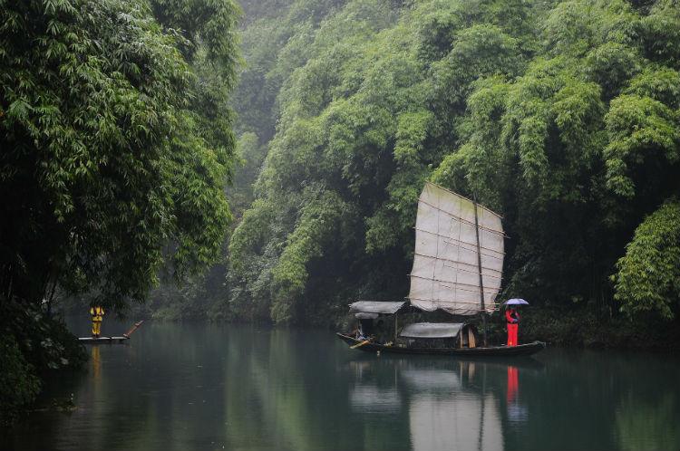 Yangtze River - Small boat sailing along the banks
