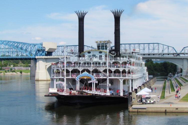 American Queen - American Steamboat