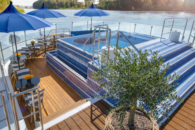 Soleil Deck and infinity pool - SS Bon Voyage - Uniworld