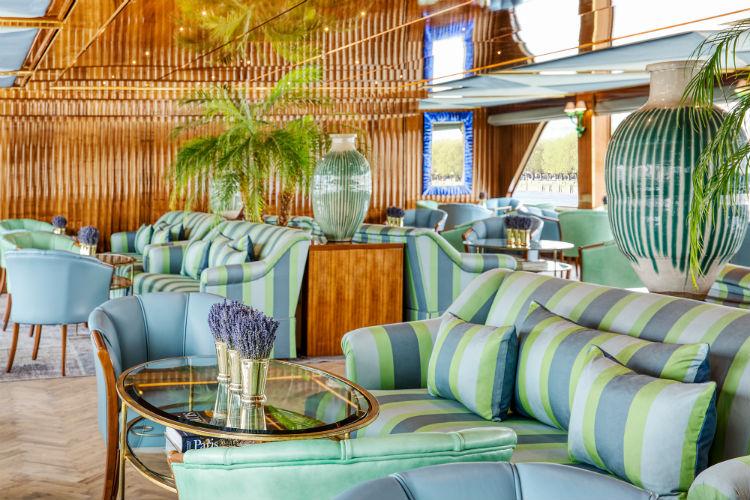 Le Salon Champagne bar - Uniworld - SS Bon Voyage