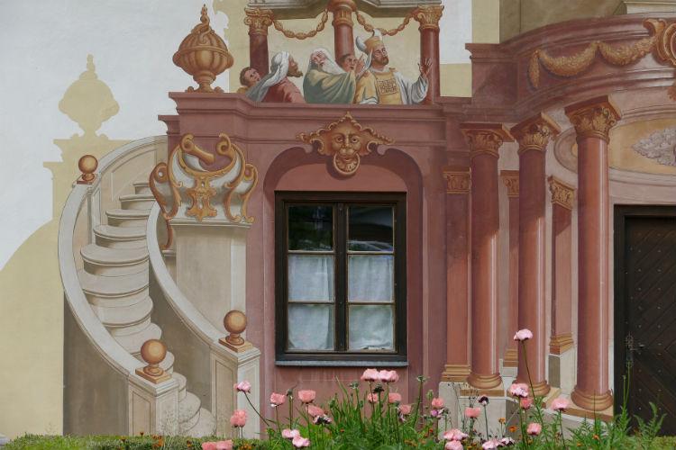 Painting on buildings in Oberammergau